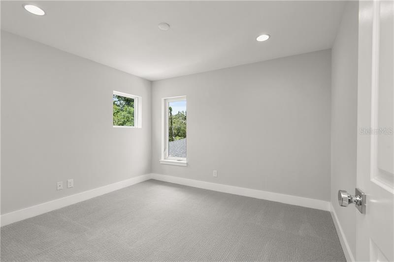 Property listing photo for 1090 KENWOOD AVENUE